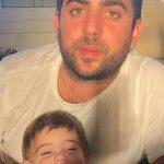 אני והבן שלי מנצלים את אור השמש