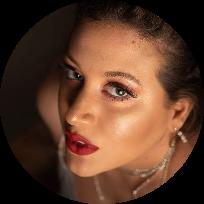 הילה קרופיק מאפרת מקצועית וצלמת