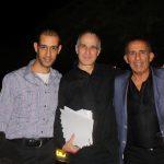 עם אביהו מדינה ומנהל פסטיבל צלילים במדבר, מיכאל וולפה. צילום: אורון כספי זילברמן
