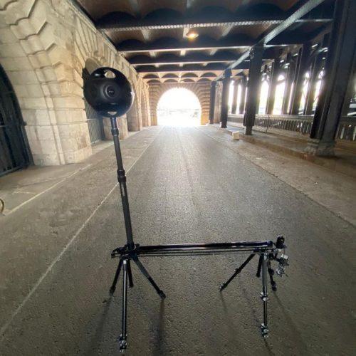 מצלמת-360-על-סליידר-ממונע-במרחק-נכון-מהמסילות-768x1024